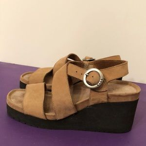 Bass tan colored suede size 5 1/2 wedge sandals
